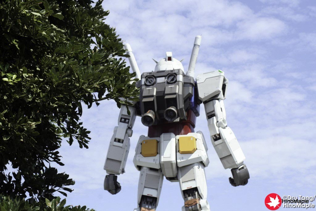 Approaching the Gundam from behind.