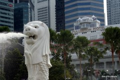Merlion with the Fullerton Hotel in the back.