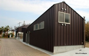 Shamijima Nishinohama beach house by Tetsuro Fujiyama + Tomii Architect & Associates