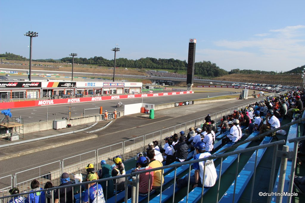 V Grandstands on the Main Straight @ 2014 Motul Grand Prix of Japan