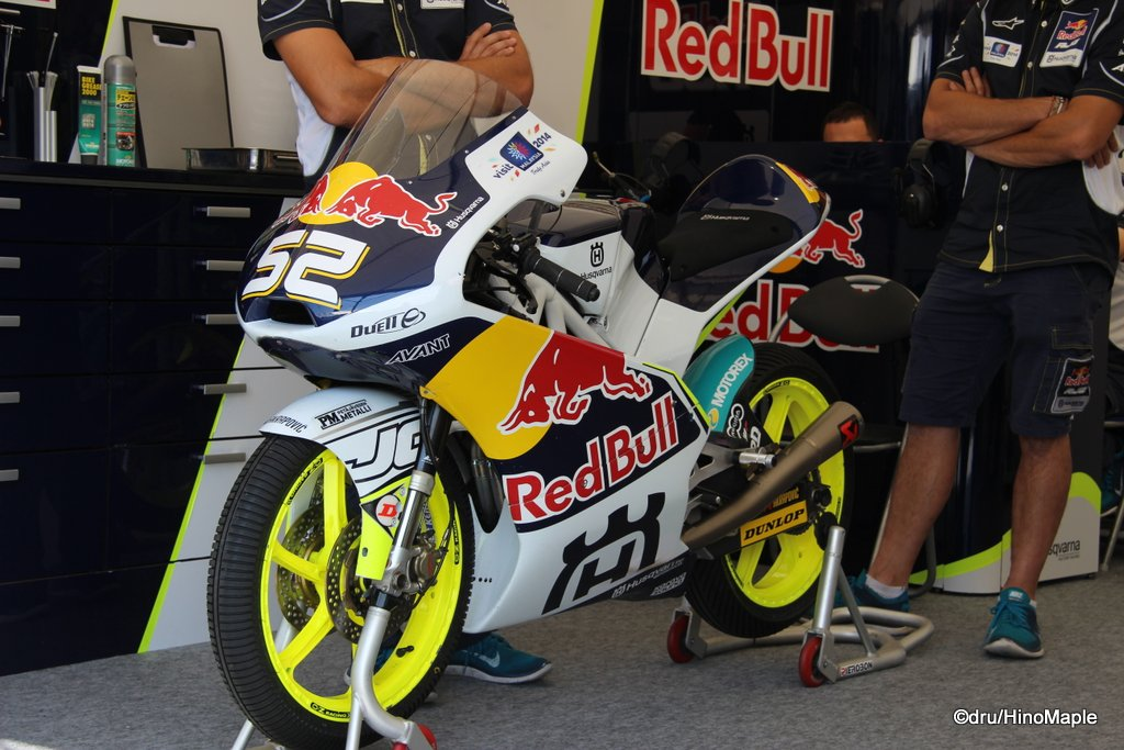 Moto3 Pit (Danny Kent)