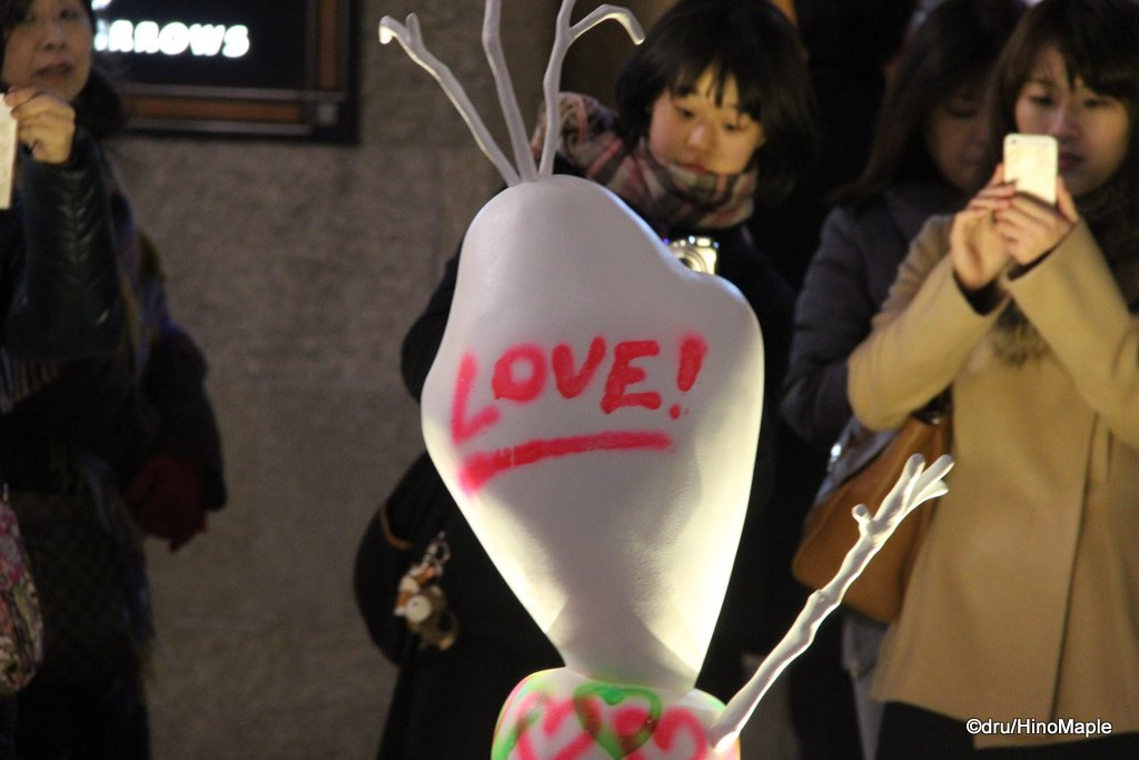 Olaf LOVE! in Front of the Shin Tokyo Building on Naka-dori
