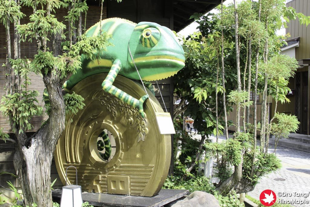 """Next to Candy Alley was this Geko and large 5 Yen """"coin""""."""