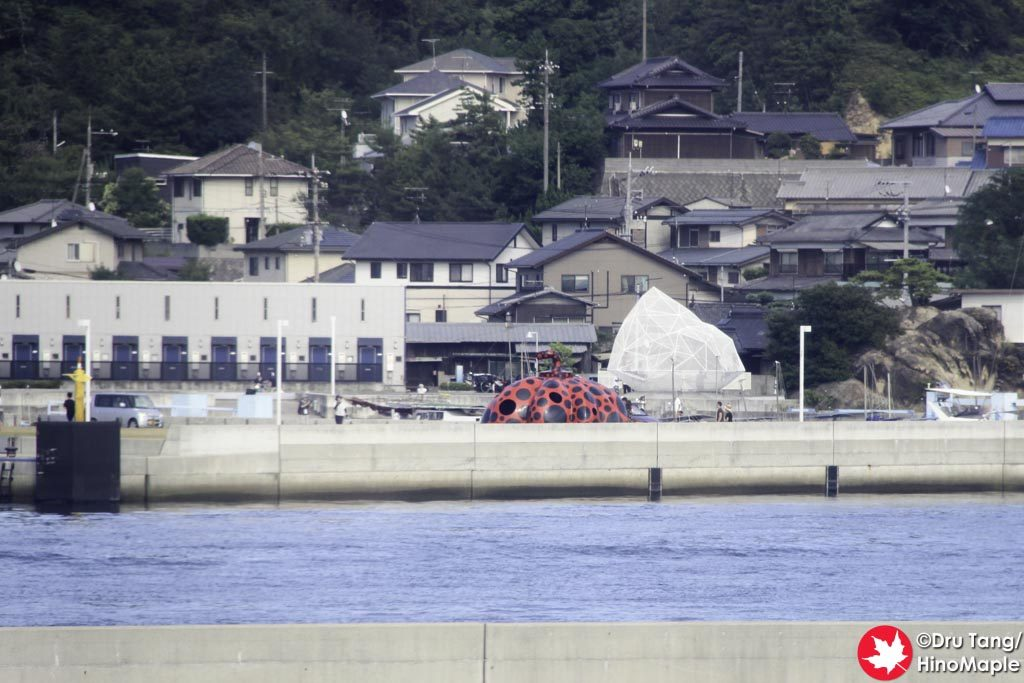 2016 Setouchi Triennale (Foreground: Red Pumpkin; Background: Naoshima Pavillion)